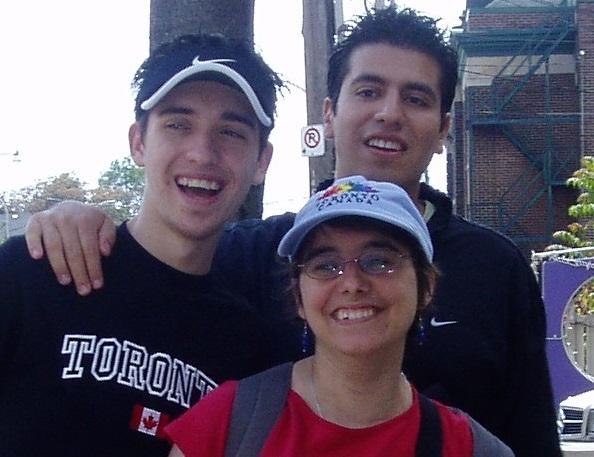 Tres persones a Toronto.
